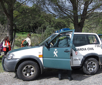 Guardia civil en el campo